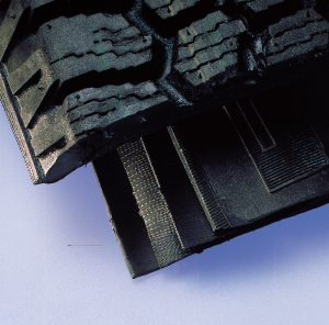 Tyre manufacture: Layer analyses of steel-corded or crossply tyres
